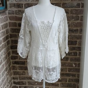 NWT! Veveret White Lacy Sheer Bell Sleeve Blouse